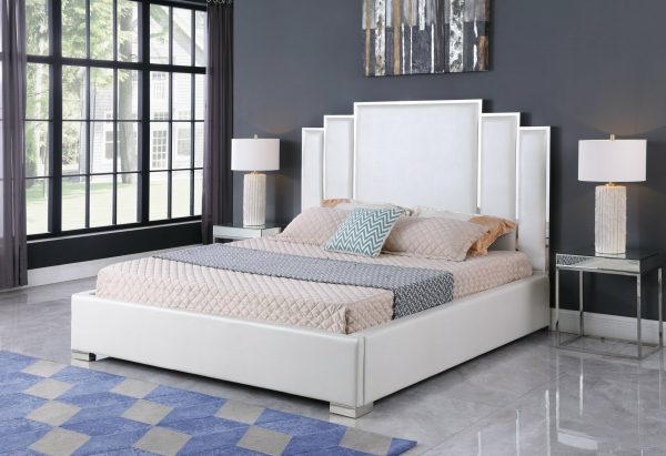|White Faux Leather Uph. Platform Bed|Queen Bed|