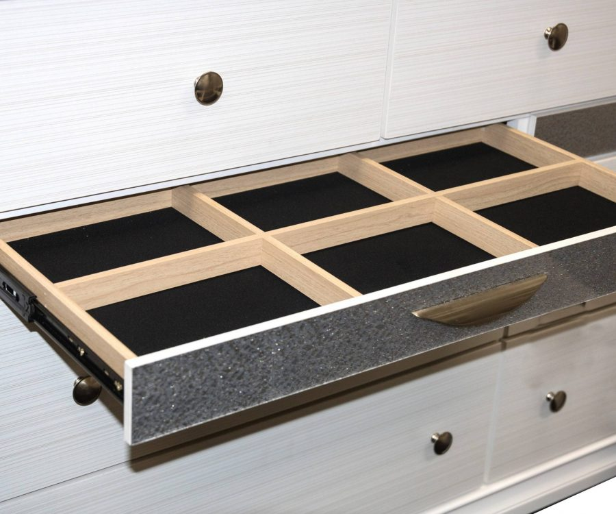 3 Smaller Drawers|Dresser with 4 Big Drawers